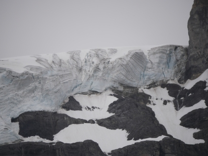 Wenkchemma Glacier au dessus de Moraine