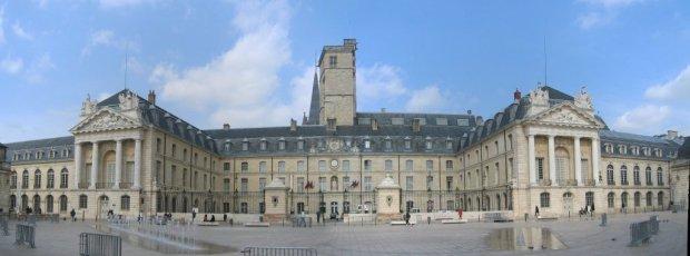 panoramique_palais_duc_de_bourgogne